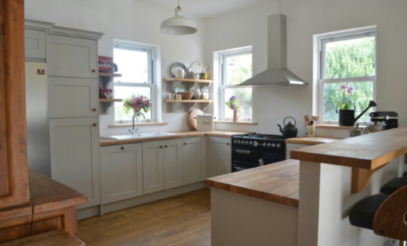 Gredorwood Shaker Style kitchen